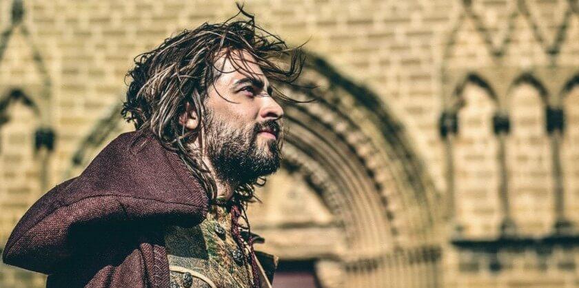 Ignacio de Loyola, un hombre radical cuya vida inspira una película donde el actor interpreta dos personajes: el soldado y el peregrino